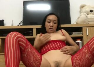 Chinese dame unwrapping